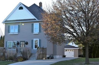 Photo of 63 Russell Dr, Random Lake, WI 53075