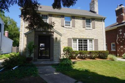 Photo of 8504 Ravenswood Cirle, Wauwatosa, WI 53226