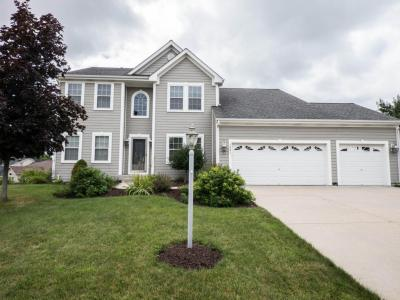 Photo of 1531 Highlandview Dr, West Bend, WI 53095