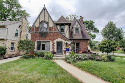 Photo of 703 E Lexington Blvd, Whitefish Bay, WI 53217