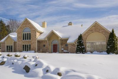 Photo of 1400 Barrington Woods Dr, Brookfield, WI 53045