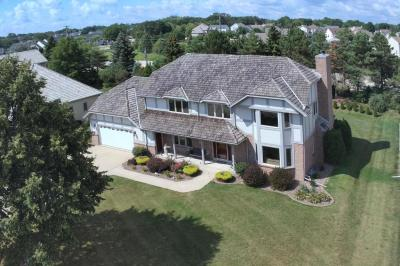 Photo of 8241 S Country Club Cir, Franklin, WI 53132