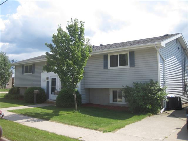 2729-2731 10th St, Two Rivers, WI 54241
