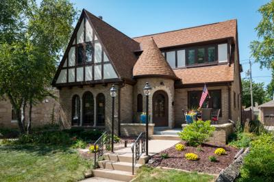Photo of 5521 N Santa Monica Blvd, Whitefish Bay, WI 53217