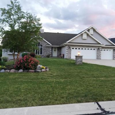 Photo of 805 W River Edge Ct, Oak Creek, WI 53154