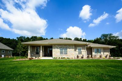 Photo of 240 Four Winds Ct, Hartland, WI 53029