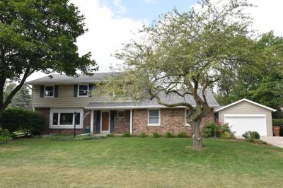 Photo of 1030 W Fairfield Ct, Glendale, WI 53217