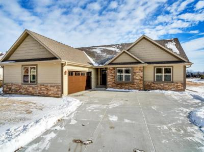 Photo of 1522 Red Oak Dr, Hartford, WI 53027