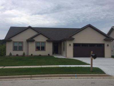Photo of 1508 Whitewater Dr, West Bend, WI 53095