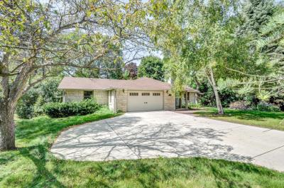 Photo of 1185 Lone Tree Rd, Elm Grove, WI 53122