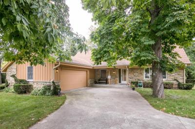 Photo of 7012 N Longview Ave, Glendale, WI 53209