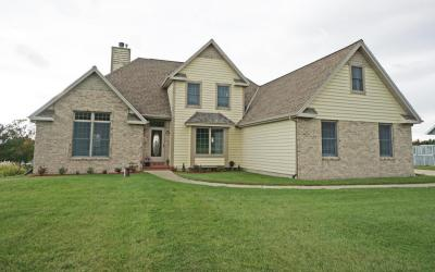 Photo of N717 Hickory Hills Dr, Ashippun, WI 53066