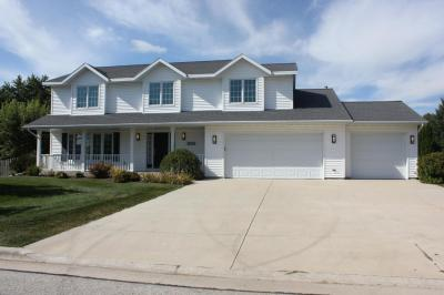 Photo of 828 Ash Cir, Plymouth, WI 53073