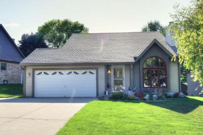 Photo of 1025 Eton Ct, Hartland, WI 53029