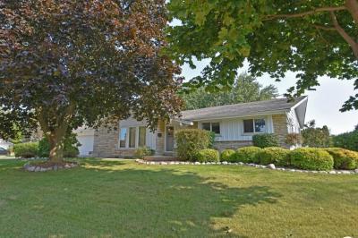 Photo of 6127 Twin Oak Dr, Greendale, WI 53129