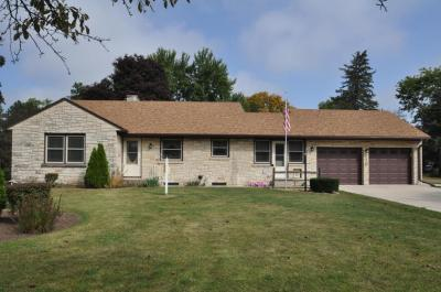 Photo of 210 W State Rd, North Prairie, WI 53153