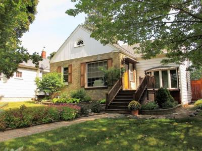 Photo of 5564 N Iroquois Ave, Glendale, WI 53217