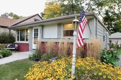 Photo of 806 W Lasalle Ave, Glendale, WI 53209