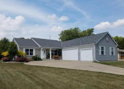 Photo of W226N3977 Country Ln, Pewaukee, WI 53072