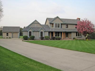 Photo of 116 N Meadowside Ct, Summit, WI 53066