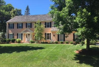 Photo of 9627 N Lamplighter Ln, Mequon, WI 53092