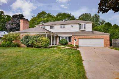 Photo of 7621 N Longview Dr, Glendale, WI 53209