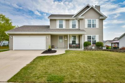 Photo of 1612 Redtail Dr, Hartford, WI 53027