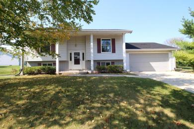 929 Westport Dr, Port Washington, WI 53074