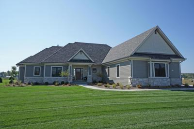 Photo of 217 Four Winds Ct, Hartland, WI 53029