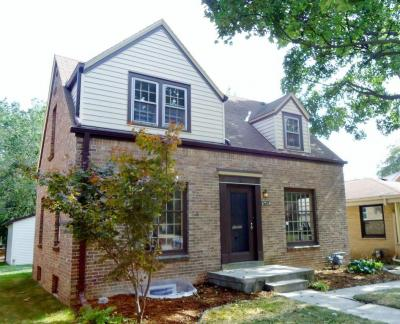 Photo of 5718 N Bel Aire Dr, Glendale, WI 53209