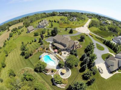 Photo of 580 Starboard Ct, Grafton, WI 53024