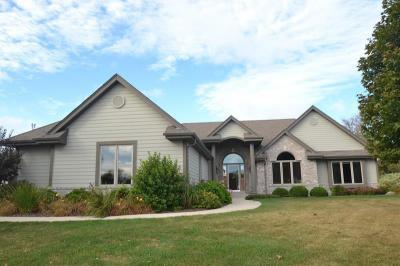 Photo of 1665 Moonlit Dr, Richfield, WI 53076