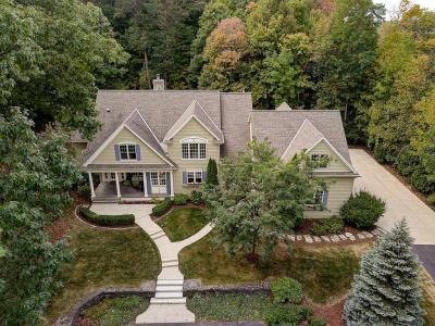 Photo of 655 Meadow Ln, Elm Grove, WI 53122
