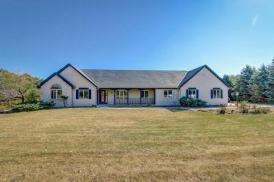 Photo of W328S4598 Spring Ridge Ln, Genesee, WI 53189