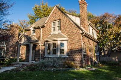 Photo of 6020 N Bay Ridge Ave, Whitefish Bay, WI 53217