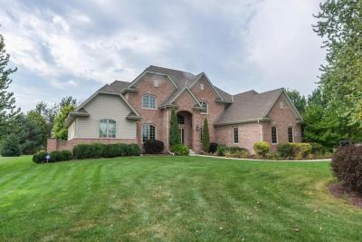Photo of W286N3369 Stone Fence Ct, Delafield, WI 53072