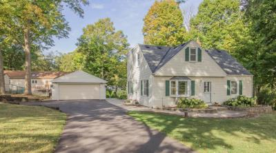 Photo of 805 Adelmann Ave, Brookfield, WI 53045