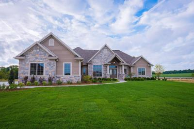 Photo of 1604 Whistling Hill Cir, Hartland, WI 53029