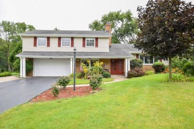 Photo of 2560 Memorial Dr, Brookfield, WI 53045