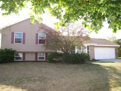 Photo of 772 Laureate Dr, Pewaukee, WI 53072