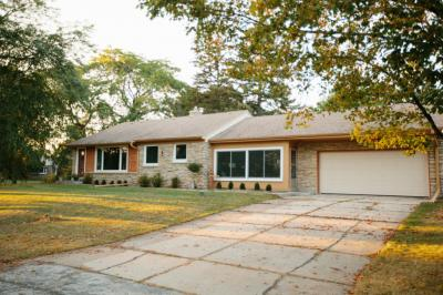 Photo of 8900 N Iroquois Rd, Bayside, WI 53217