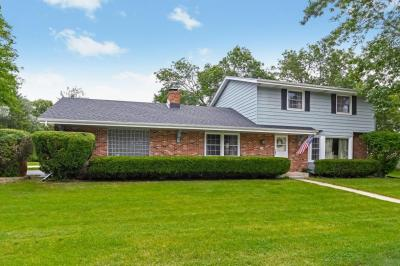 Photo of 6230 N Sunny Point Rd, Glendale, WI 53217