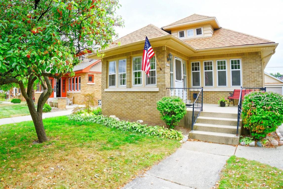 2432 N 73rd St, Wauwatosa, WI 53213