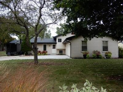 Photo of 1210 W Wilding Dr, Oak Creek, WI 53154