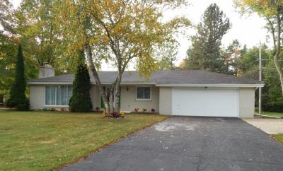 Photo of 17865 Country Ln, Brookfield, WI 53045