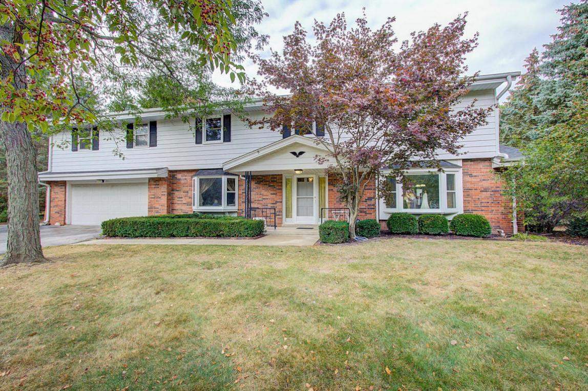 18270 Lamplighter Ln, Brookfield, WI 53045