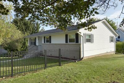 Photo of 2011 Woodlawn Ave, West Bend, WI 53090