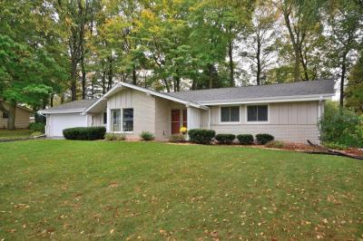 Photo of 17985 Redvere Dr, Brookfield, WI 53045