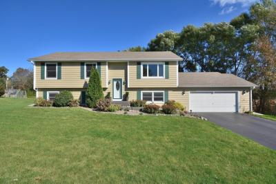 Photo of W230N7162 Canyon Meadows Ct, Sussex, WI 53089