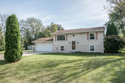 Photo of 302 N Parkview Dr, Eagle, WI 53119